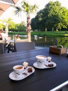 Koffie op terras 2
